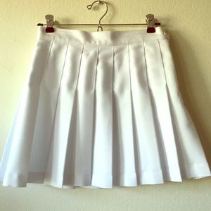 NWT American Apparel White pleated skirt size S