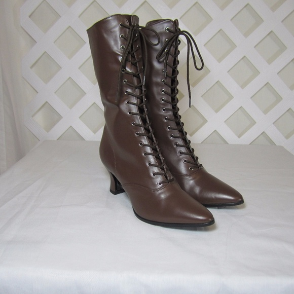 e6fa763d8184 Ladies Victorian Edwardian Style Lace Up Boots