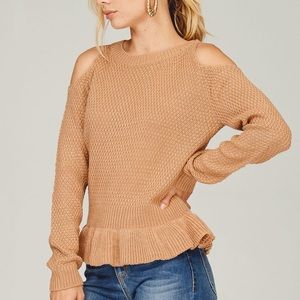 ⭐️ LAST ONE ⭐️ 🔻PRICE DROP🔻Cold Shoulder Sweater