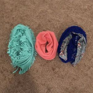 Accessories - 3 infinity scarves