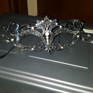 Accessories - Beautiful Mascarde Mask