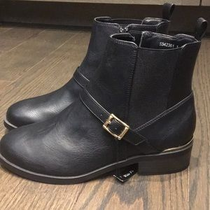 New with tags black low boots