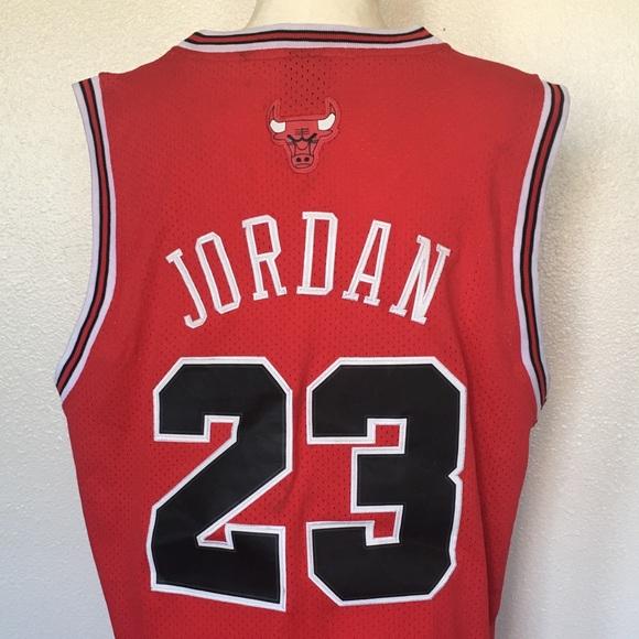 718ace7535b Nike Chicago Bulls Jordan Rewind Swingman Jersey. M_5a20805a522b457b99004b64