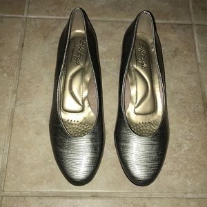 New Soft Style Hush Puppies Pumps Sz 6.5 & 5.5