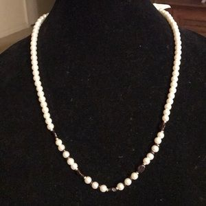 Jewelry - 🛍🎉2 for $25 Garnet and faux pearl Necklace