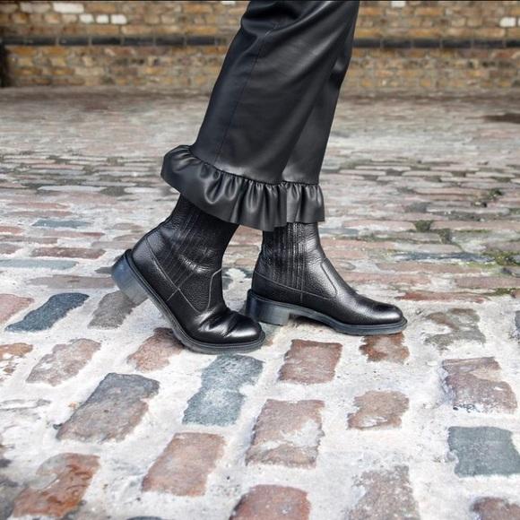 659ec76c038f Dr. Martens Shoes - Dr Doc Martens NWOB Black Leather Eleanore Size 5