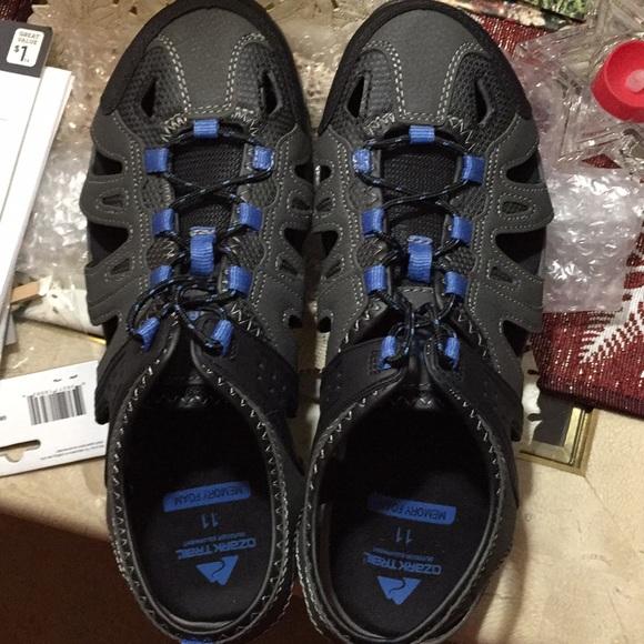 306233ec224d Ozark Trail sandals men s size 11. M 5a20a85a4e8d17a892006f1a