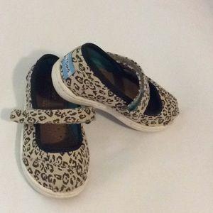 TOMS leopard slipper 💕size 6T