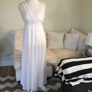 Vintage 1950s white pale pink lace nightgown slip