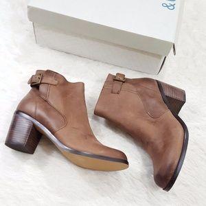 Leather Block Heel Bootie Brown 9