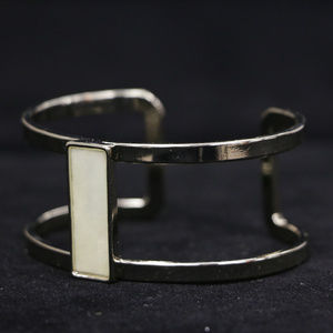 NWOT gold / mother of pearl bracelet WHBMB23nc