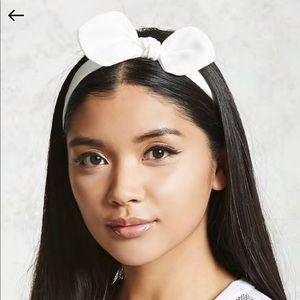 Crepe Bow Wire Head Wrap Headband White