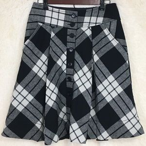 H&M plaid skirt with pockets size 8