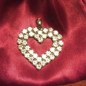Jewelry - Lovely rhinestone heart pendant