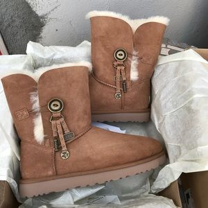 UGG authentic CHARM chestnut boots sz 8 new