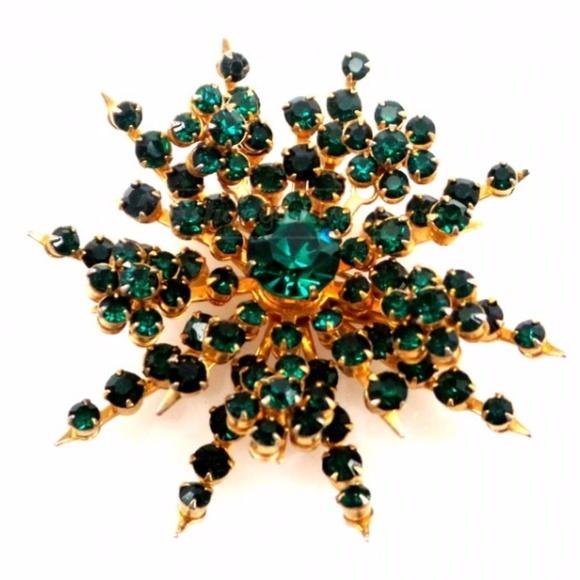 044da1600 Vintage Coro Green Rhinestone Brooch - Signed. Coro.  M_5a215f546d64bcd54700afaf. M_5a215f544e95a3505200b2a8.  M_5a215f54ea3f36b85500b3ee