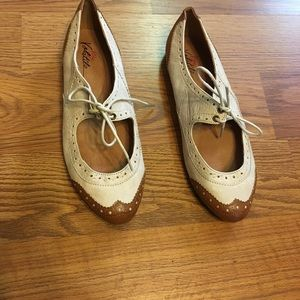 Very Volatile Beige and Brown Dixieland Oxford