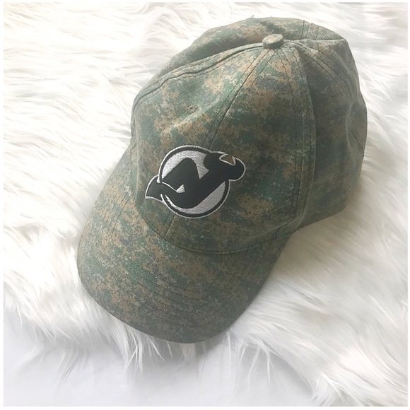 74eba1444 NJ Devils Camo Hat. M 5a2177bc713fdeb25200fd39