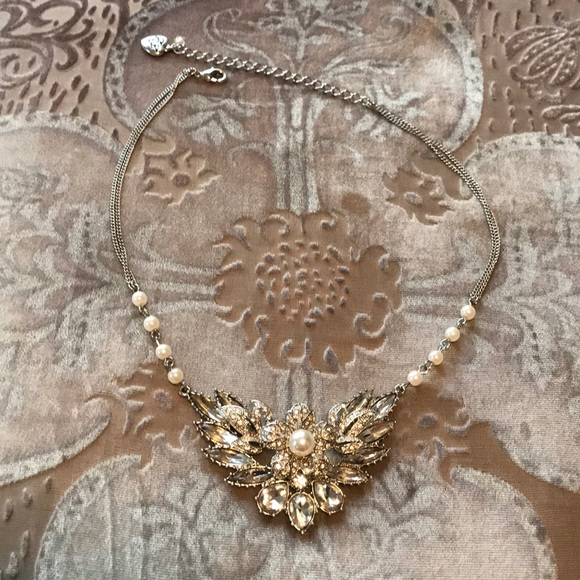 Betsey Johnson Jewelry - Betsy Johnson stunning rhinestone flower necklace