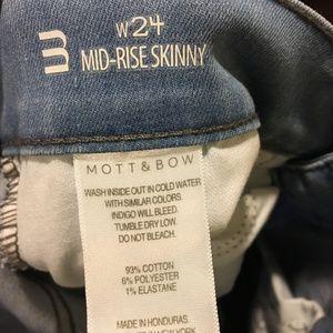 Mott & Bow Jeans - Mott & Bow mid-rise light blue skinny jeans