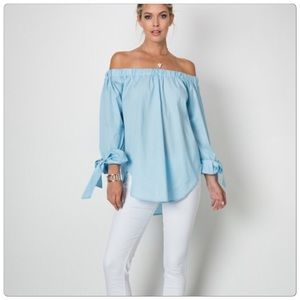 Tops - 🎉HP🎉Long Sleeve Style Off The Shoulder Blouse