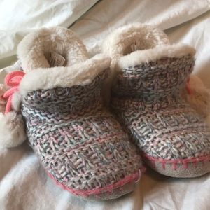 Other - 🌈Cute girls slippers.sz 10/11.🌈