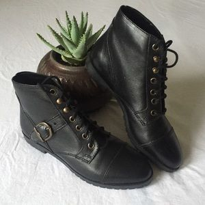 Vintage NWOT Lace Up Boots, New Condition, Size 6