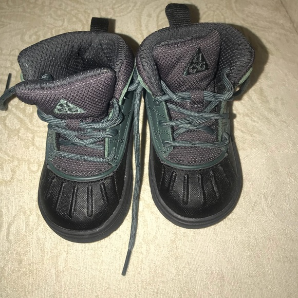 Nike winter infant boots