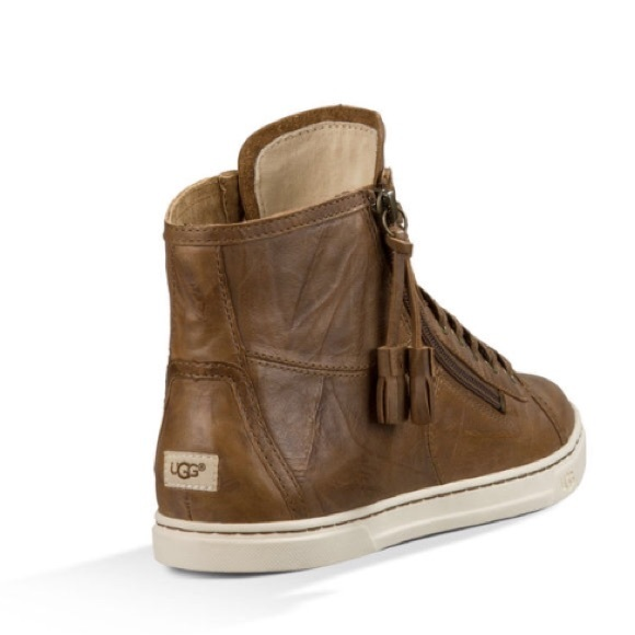 63197d8f0ae 🎄NEW UGG BLANEY. DARK CHESTNUT. (Without box)
