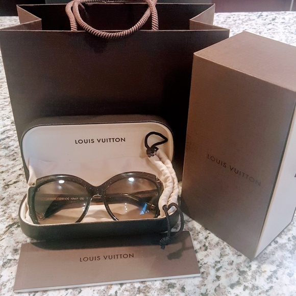 a876f1d4b6 Louis Vuitton Accessories - 💋Louis Vuitton Hortensia Cateye Sunnies