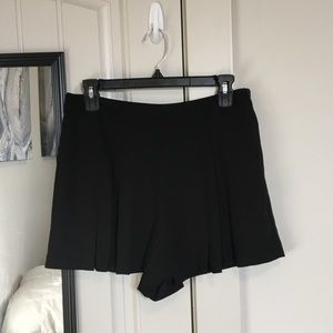 Pleated black shorts