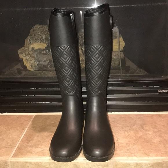 fa2bf7ab588a9e Tory Burch Marion Quilted Rubber Boots. M 5a21e561a88e7da24b007247