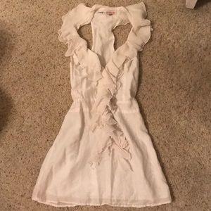 Adorable white ruffles dress!