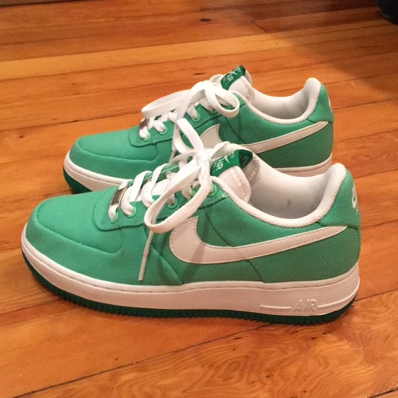 purchase cheap b5648 7f3f8 Nike Air Force 1 Woman Canvas - lucky green. M5a220842f09282e31e00fa1c