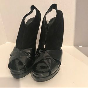 Auth Fendi patent leather and suede slingback 41