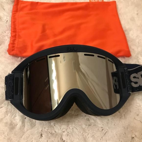 6e446d66f40 Spy getaway snow goggles. M 5a2235d2bf6df561fb01d40e