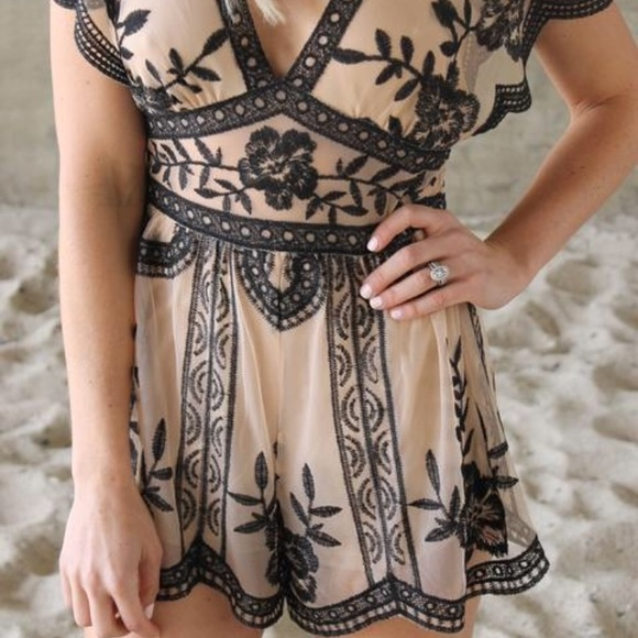 3c5841ccc625 HONEY BELLE lace floral embroidered romper. NWT. Honey Punch