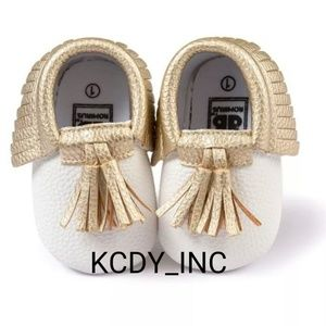 Other - Adorable Tassels White/Gold Baby Shoes (S)