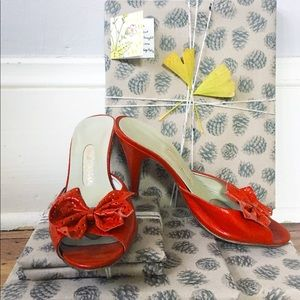 Vintage 80s Peep Toe Heels w Perforated Bow Clips