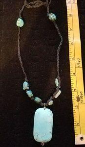 Jewelry - Turquoise & Howlite necklace w/Skulls