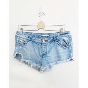 Zara distressed frayed hem booty jean shorts sz 8