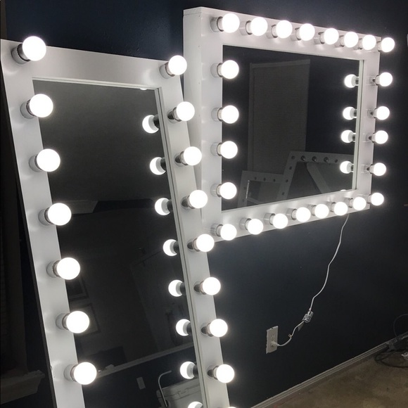 Luxury Full Body Mirror With Lights Around It Zachary