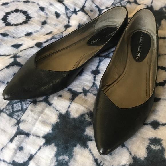 Audrey Brooke Black Pointed Toe Flats