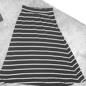Skirt black and white