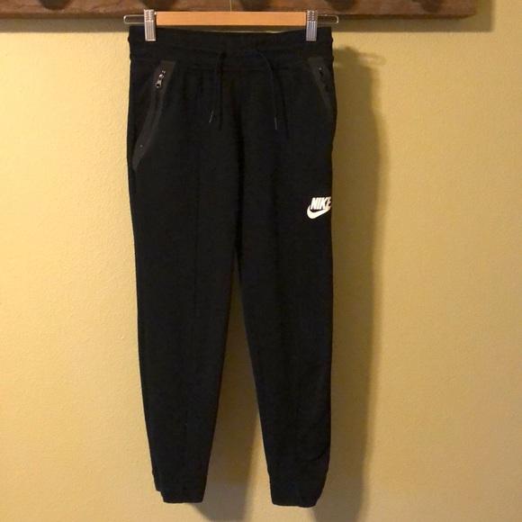 2e9586b2b29 Big Girls Nike Tech Fleece Pants. M 5a22e591f739bc4c3c0378cb