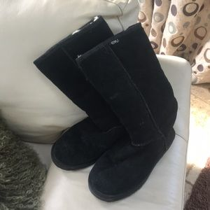 Emu black suede boots with fur inside
