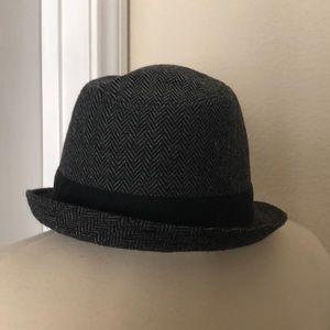 c79cce7f9aa Van Heusen Accessories - Van Heusen herringbone gray black fedora hat cap