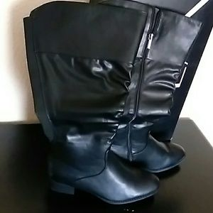 Black Ruffled Front  boots