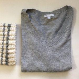 Gap Grey v neck sweater