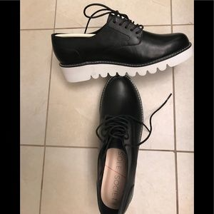 Black Oxford/Ribbed Sole
